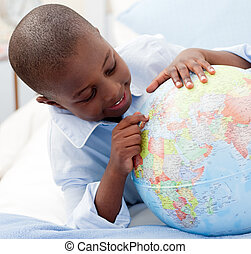 小, 男孩, 看, a, 全球