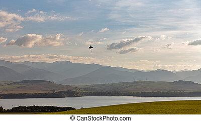 小, retro, 雙翼飛機, 飛越, liptovska, mara, 湖, 在, slovakia.