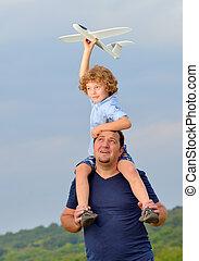 届く, 彼の, 父, 飛行機, 息子