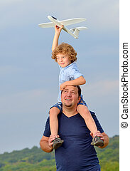 届く, 父, 飛行機, 息子, 彼の
