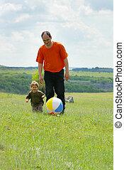 屋外で, ボール, 父, 遊び, 息子