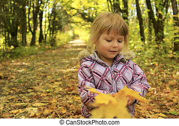 屋外で, 公園, 秋, 子が遊ぶ, 幸せ