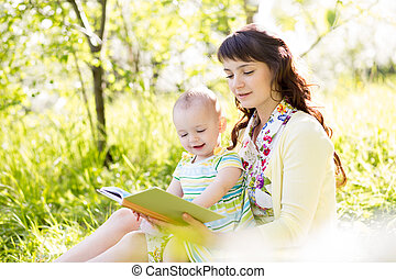 屋外で, 本, 母, 赤ん坊, 読書, 幸せ