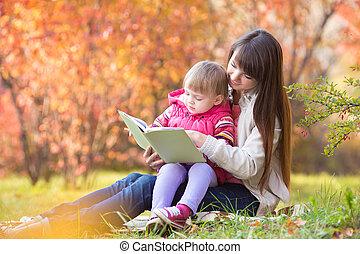 屋外で, 秋, 本, 母, 読書, 子供