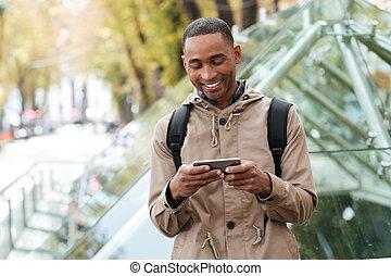 屋外で, 若い, 朗らかである, 電話, アフリカ, 遊び, 人