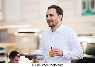 屋外, ウエーター, ジュース, 保有物, オレンジ, 肖像画, 朝食, カフェ, 食事, 幸せ