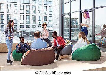 屋外, オフィス, 働いている人達, プロセス, モデル, ラウンジ, 間, 論じる