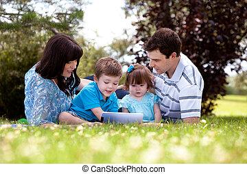 屋外, 家族, タブレット, デジタル