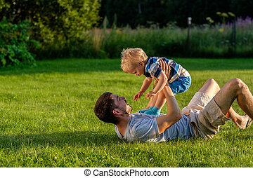 屋外, 父, 息子, 幸せ, 楽しみ, 持つこと, 牧草地