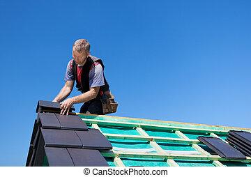 屋面工, 聚集, 被超過, 瓦片, 到, the, 屋頂