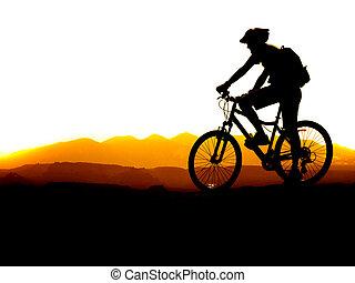 山が自転車に乗る
