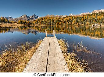 山湖, ∥で∥, a, 木製の埠頭, そして, 反射, の, 秋の色