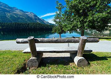 山湖, ベンチ
