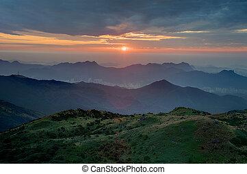 山腹, 日の出