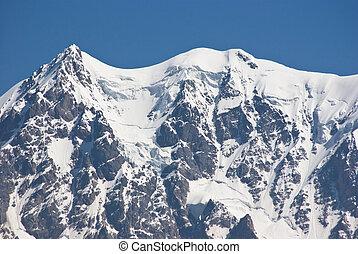 山達到最高峰, 多雪