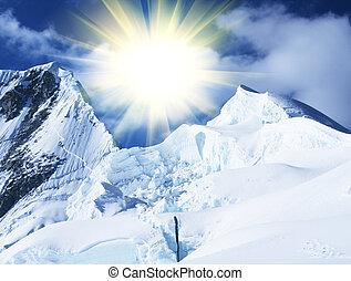 山達到最高峰