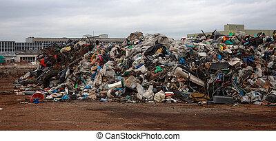 山, の, ごみ, から, プラスチック, そして, ゴム