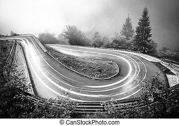 山, アルプス, 自動車, lights., 巻き取り, 天候, 低い, ぬれた, 霧が濃い, visibility...