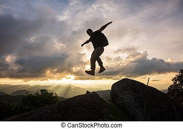 山, シルエット, 岩が多い, 上に, 2, 絶壁, 跳躍, ∥間に∥, 人, freedom-young, sunset.