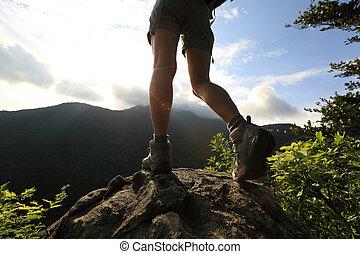 山, ハイキング, 若い, ハイカー, ピークに達しなさい, 足
