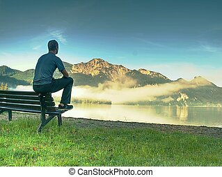 山, リラックスしなさい, ベンチ, ∥横に∥, 空色, 単独で, lake., 座る, 人