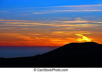 山, 上に, 日没