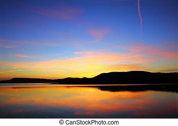 山, 前に, 日の出, 湖, 朝