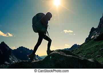 山, 女性ハイキング, 上, 若い, ハイカー, 日の出