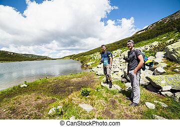 山, 徒步旅行者, 湖, 附近