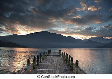 山, 日の出, 上に, 桟橋, 見る