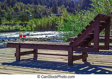 山, 木製である, ラウンジ, ガラス, river., 贅沢, 背景, ワイン, chaise, 休日, 山, 赤