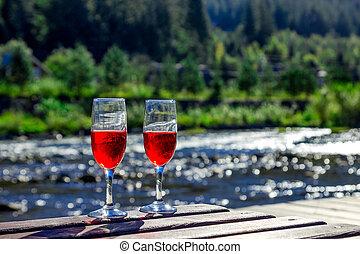 山, 木製である, ラウンジ, 2, の上, ガラス, river., ワイン, 贅沢, 背景, 終わり, chaise, 休日, 山, 赤