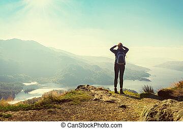 山, 楽しむ, ベン, 女性, スコットランド, 上, ハイカー, 光景, a'an, イギリス, katrina, 谷, 湖, 高地