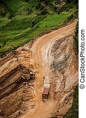 山, pass., トラック, トレーラー, 砂利道路