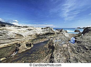 岩が多い, 海岸線