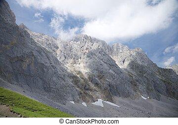 岩石的悬崖, 在中, cantabria