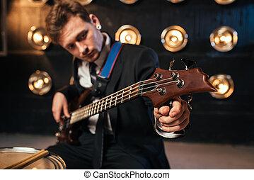 岩石, 吉他手, 在, 衣服, 玩, 上, bas-guitar