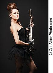 岩石, 女性, 由于, 吉他, 在上方, 黑暗, 背景。