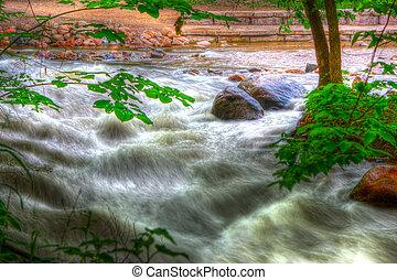 岩石, 河, 急流, 在中, hdr
