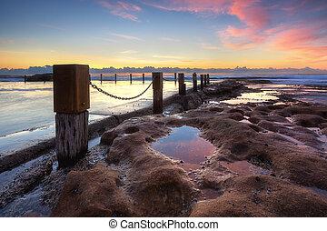 岩, シドニー, maroubra, 日の出, の間, 捕獲される, プール