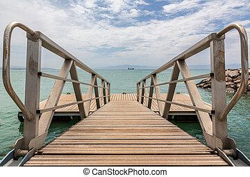 岸, 红海, 甲板