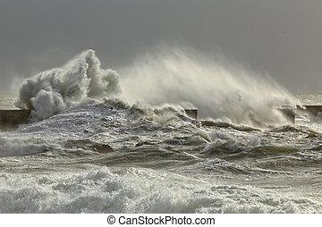 嵐である, 波
