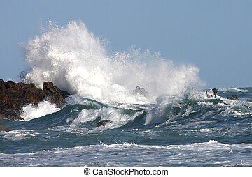 嵐の海, 波