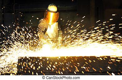 工人, 使用, 火炬, 刀具, 為了切割, 透過, 金屬