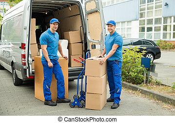 工人, 由于, 厚紙箱, 前面, 卡車