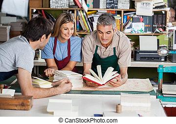 工人, 筆記本, 分析, 工廠, 一起
