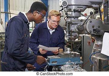 工程師, 顯示, 學徒, 怎樣, 到, 使用, 操練, 在, 工廠