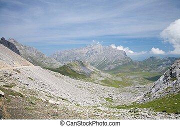 巨大, 山谷, 在中, cantabria