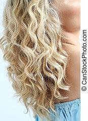 巻き毛の髪
