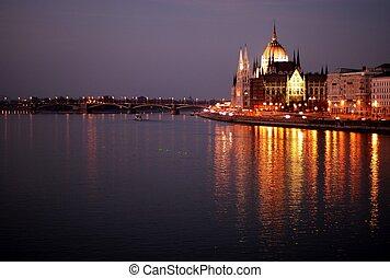 布達佩斯, 議會, 夜間